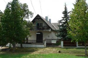 Balaton-Alsóörs 280 m2 house, 1000 m2 plot