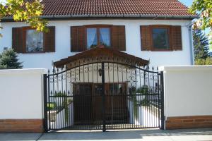 Hajdúszoboszló, 218+110 m2 house, 830 m2 plot